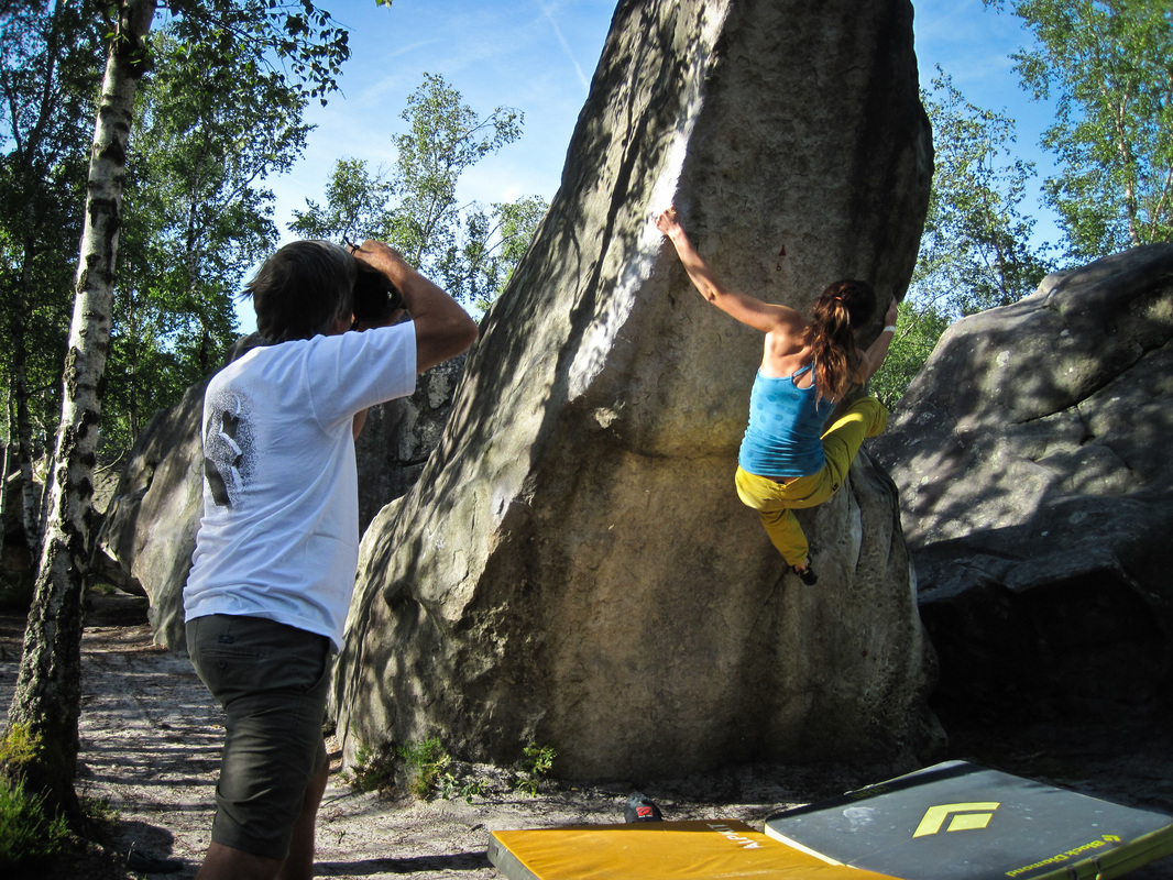 Amber posing on Flipper (6b) for Jingo Wobbly at 91.1, Fontainebleau