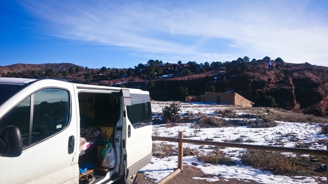 Blue skies and sunshine over the mirador parking above Albarracin