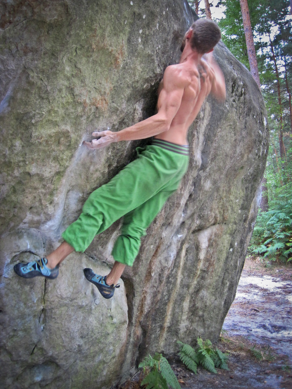 Sam Higher on Sur-Prises, Franchard Isatis, Fontainebleau bouldering
