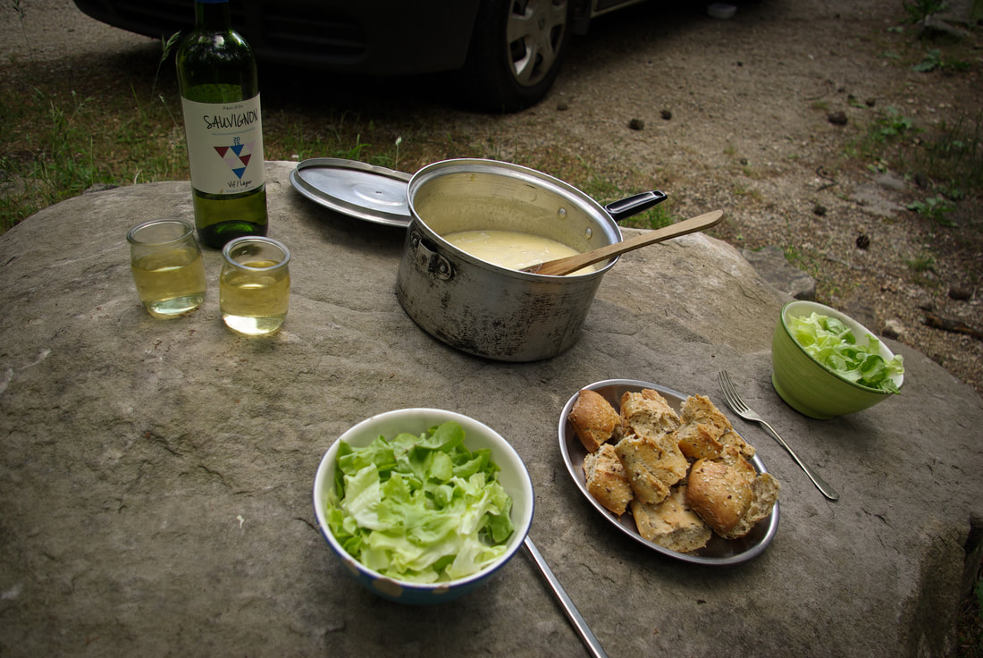 Vanlife cheese fondues in the forest of Fontainebleau