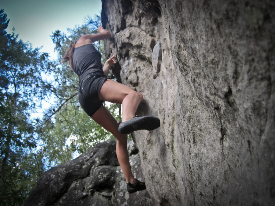 bouldering at beauvais in fontainebleau