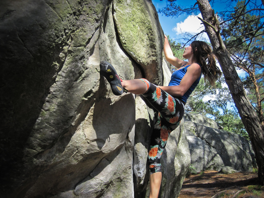 Sunshine bouldering in Fontainebleau, on Bouddha assis.