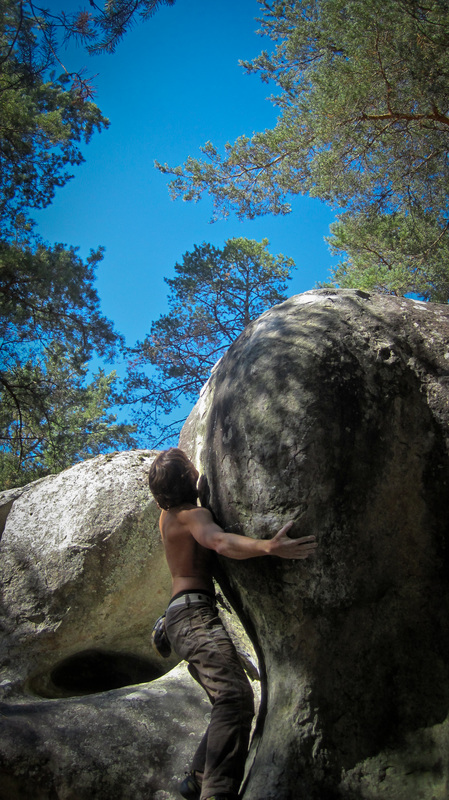 Épiphyse at Franchard Raymond, bouldering in Fontainebleau.