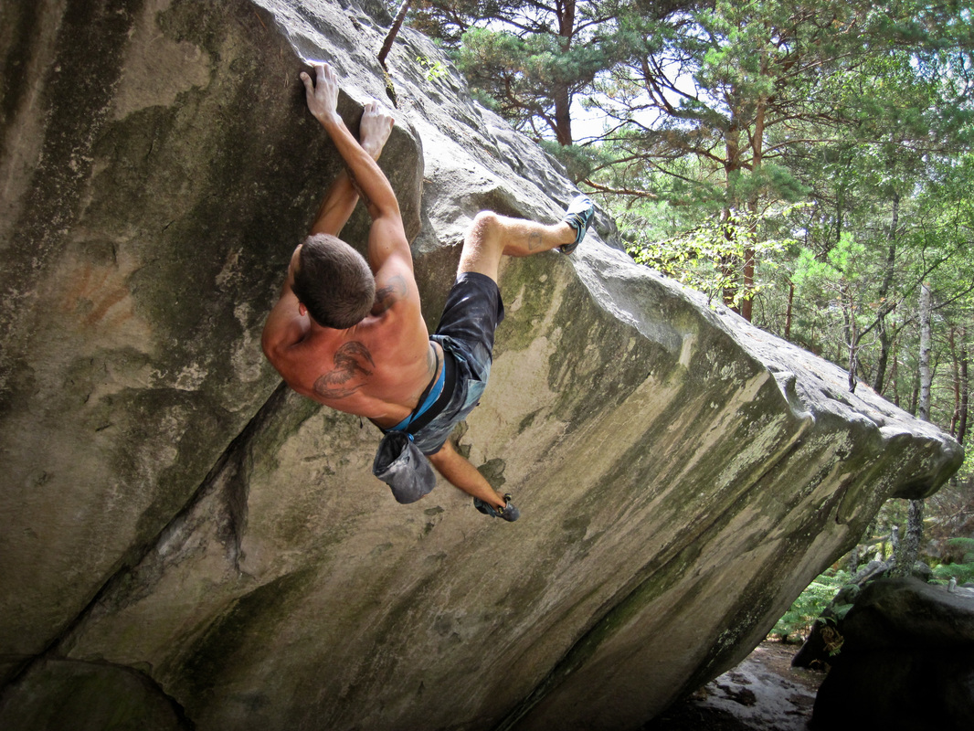Sam traversing the memel bloc at Franchard Isatis, Fontainebleau bouldering