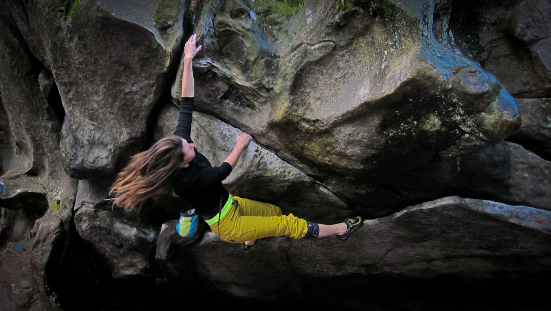 Amber bouldering at Franchard Raymond, Fontainebleau