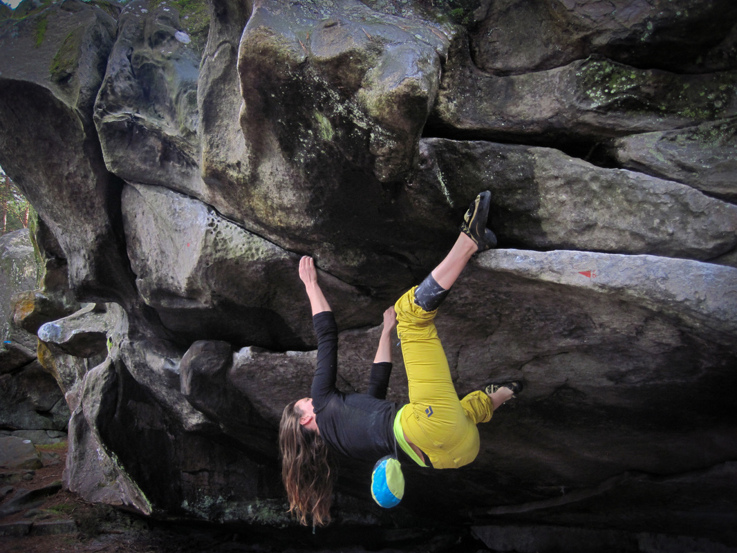 Bouldering at Franchard Raymond, Fontainebleau